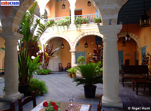 Hotel Marques Prado Ameno Courtyard